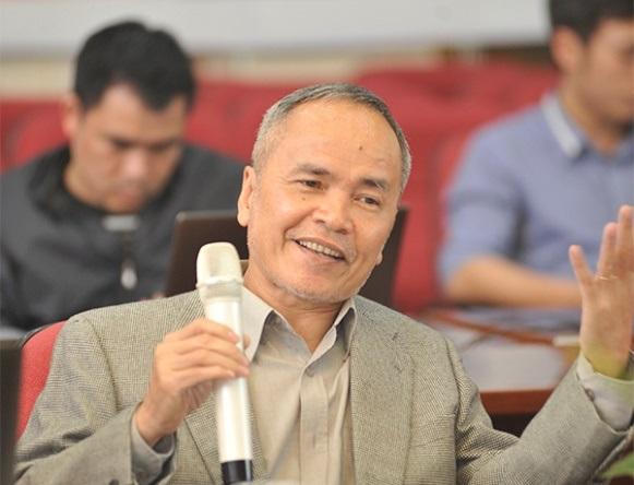 GS. TS Đinh Dũng trong buổi giao lưu trực tuyến giải thưởng Tạ Quang Bửu 2016 (Ảnh: Báo Tiền Phong)
