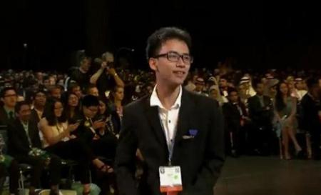 Em Phạm Huy vui mừng khi nghe tên mình được thông báo trong kết quả cuộc thi. Nguồn ảnh: Báo Quảng Trị